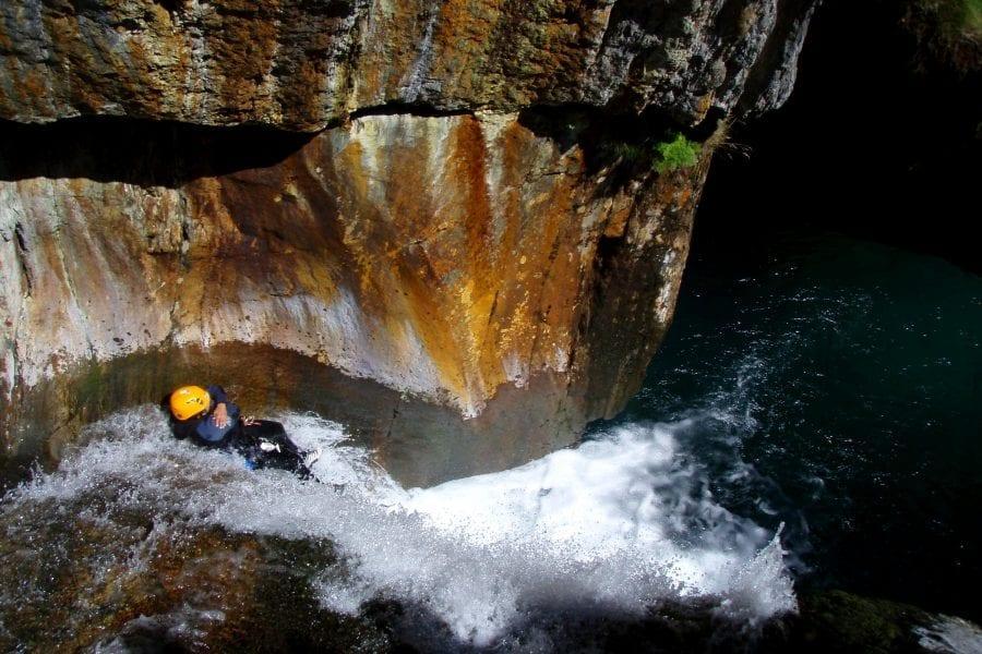 Descens de barrancs a Vicdessos, Foix a Ariège els Pirineus Orientals.
