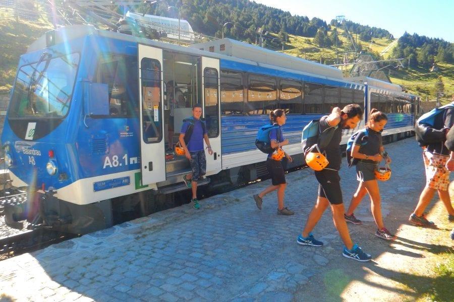 Aproximació amb el tren cremallera de Queralbs a Núria per el descens del Gorges del Núria amb Bavaresa guies de muntanya