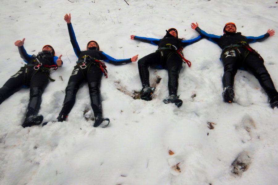 Gaudeix del barranquisme termal a l'hivern i amb neu.