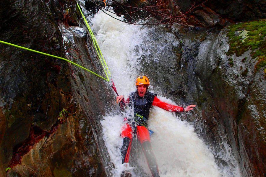 El barranquisme amb aigües termals i cascades de 40 metres.